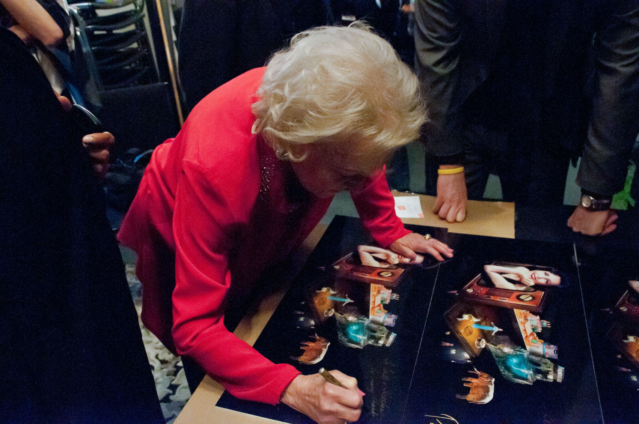 CHEQUE PRESENATION-COMEDYFEST PASSION CHASER- BETTY WHITE-SIGNATURES-An Evening with Betty White COMEDY FEST VANCOUVER GLOBAL BC Photos by Ron Sombilon Gallery-40